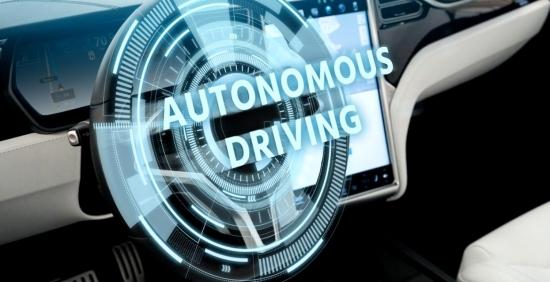 Tesla var pārdot programmatūru, lai autopilots, pamatojoties uz abonementu